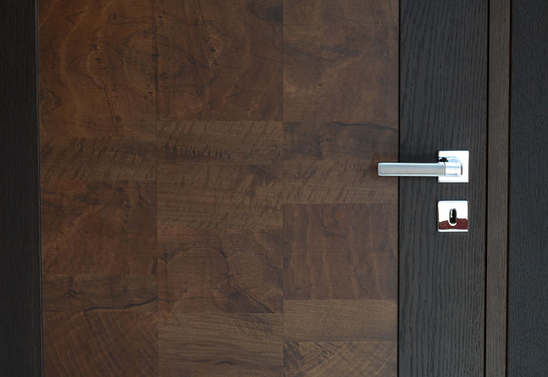 Porte impiallacciate in vero legno e laccate